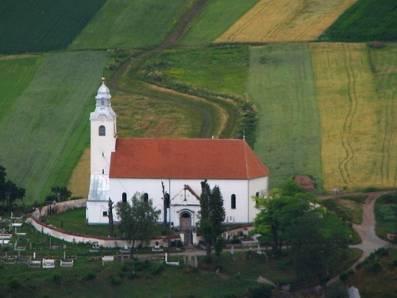 1. sz. fotó: A templom nyáron (Dénes László)